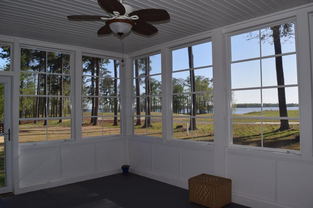 Outdoor Screened Porch Area, Donald Riddick Builders