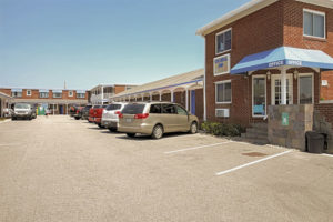 colonial-inn-motel-parking.jpg